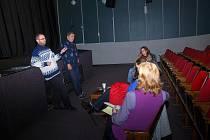 Komunitní jednání o budoucnosti kina proběhlo přímo v jeho budově
