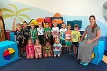 Děti ze třídy Sluníčka v Mateřské škole Mašinka v Pečkách.