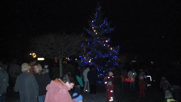 Zahájení adventu a rozsvěcení vánočního stromu v Kouřimi.