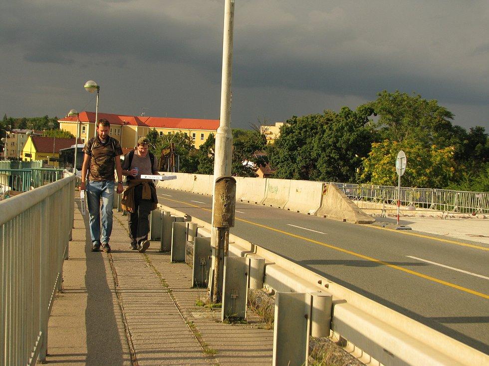 Oprava Nového mostu v Kolíně je v lehkém předstihu. Na zimu se most otevře provozu.