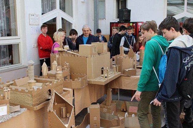 Studenti kolínské stavební školy uspořádali pro žáky základních škol další ročník soutěže Modelumpus.