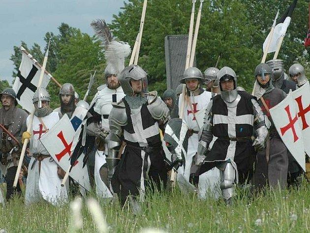 Z rekonstrukcí historických bitev na kolínské jízdárně
