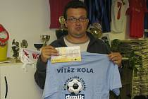 Roman Sodoma z Hrubého Jeseníku na Nymbursku vyhrál speciální tričko pro vítěze kola a volný tiket sázkové kanceláře Fortuna v hodnotě 100 korun.
