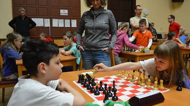 Z šachového turnaje o velikonočního beránka 2018 v Kolíně.