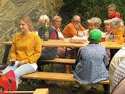 Z otevření veřejného grilovacího místa v Polepech.