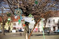 Velikonoční výzdoba v ulicích Kouřimi.