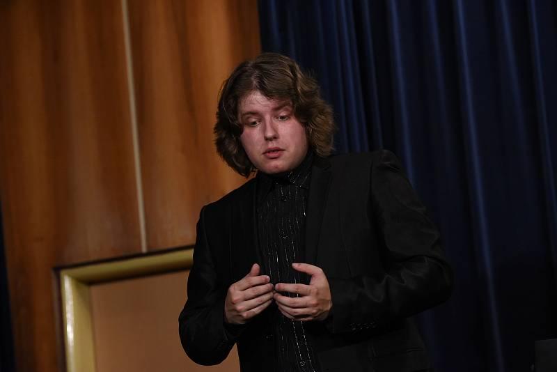 Kruh přátel hudby v Kolíně: z klavírního recitálu Tomáše Vrány.