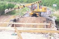 Rekonstrukce mostu zneprůjezdnila silnici I/2 přes Ždánice. Šoféři musí uzavřený úsek objet.