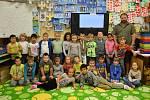 1. B Základní školy v Plaňanech s třídním učitelem Janem Němcem