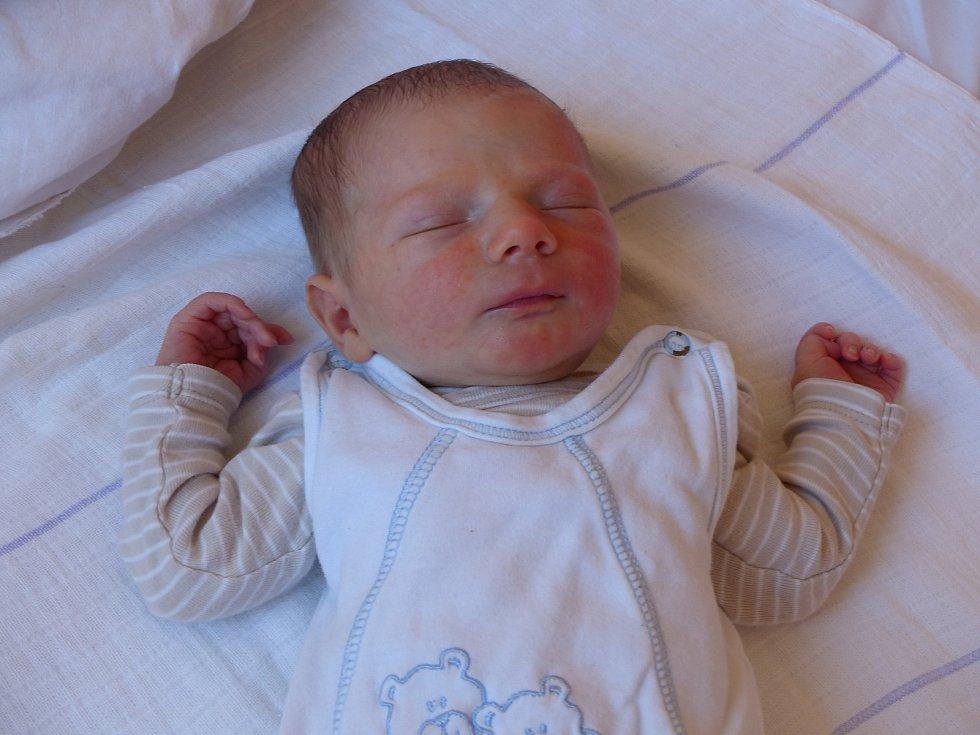 Petr Učeň přišel na svět 5. května 2018. Jeho míry byly 3465 gramů a 50 cm. V Doubravčanech bude vyrůstat s miminkou Martinou, tatínkem Petrem a sestrou Nikolou (12).