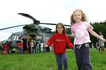 Táborový program zpestřilo přistání vrtulníku.