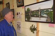 Na Obecním úřadě v Krchlebích vystavuje obrazy a frafiku Ladislav Červinka