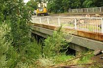 Oprava mostku na Šťáralce v Kolíně.