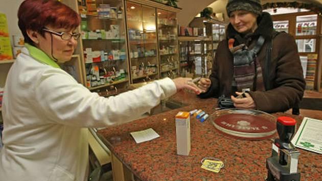 Lidé se učí, že se za léky na předpis musí platit.