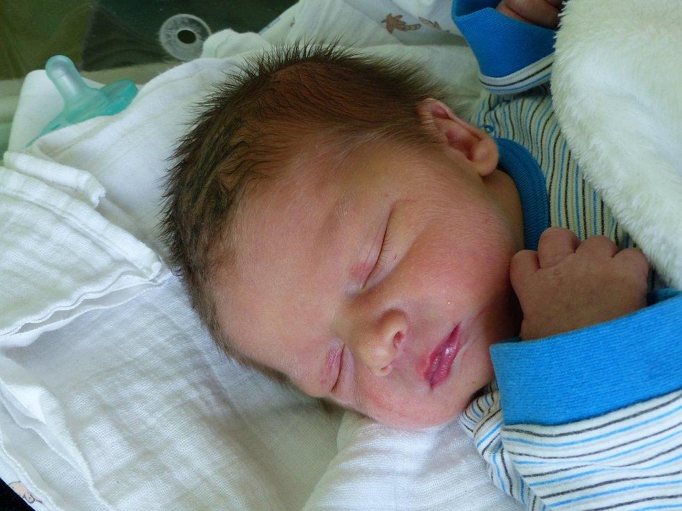 Dominik Eliáš se narodil 14. října 2019 v kolínské porodnici, vážil 3755 g a měřil 49 cm. Domů do Kbílku odjel s maminkou Lucií a tatínkem Martinem.