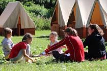 Skauti si užívají letní tábory ve velkém.