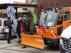 Slavností předání nové techniky v Technických službách Český Brod