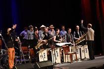 Silvestrovský hudební večírek Kolínského Big Bandu ozvláštnil Dalibor Gondík