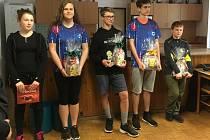 Lukáš Novotný (druhý zprava) obsadil v Přezleticích první místo, Denisa Vadinská (druhá zleva) čtvrté.