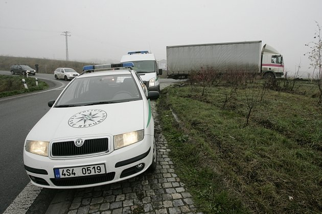 Naposledy nezvládl řízení šofér kamionu na kruháku u Ovčár.