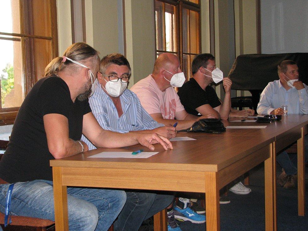Z jednání zastupitelstva v Kouřimi 8. září 2021, na kterém zvolili nového starostu.