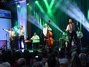 Téměř na den přesně po dvou letech se do sálu Městského společenského domu vKolíně vrátila slovenská kapela Kollárovci a až na opravdu jen několik volných židlí, bylo vyprodáno.