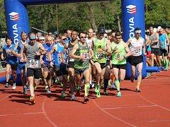 Na start jubilejního 60. ročníku silničního půlmaratónu Kolín - Velký Osek - Kolín se postavil rekordní počet 179 běžců a běžkyň.