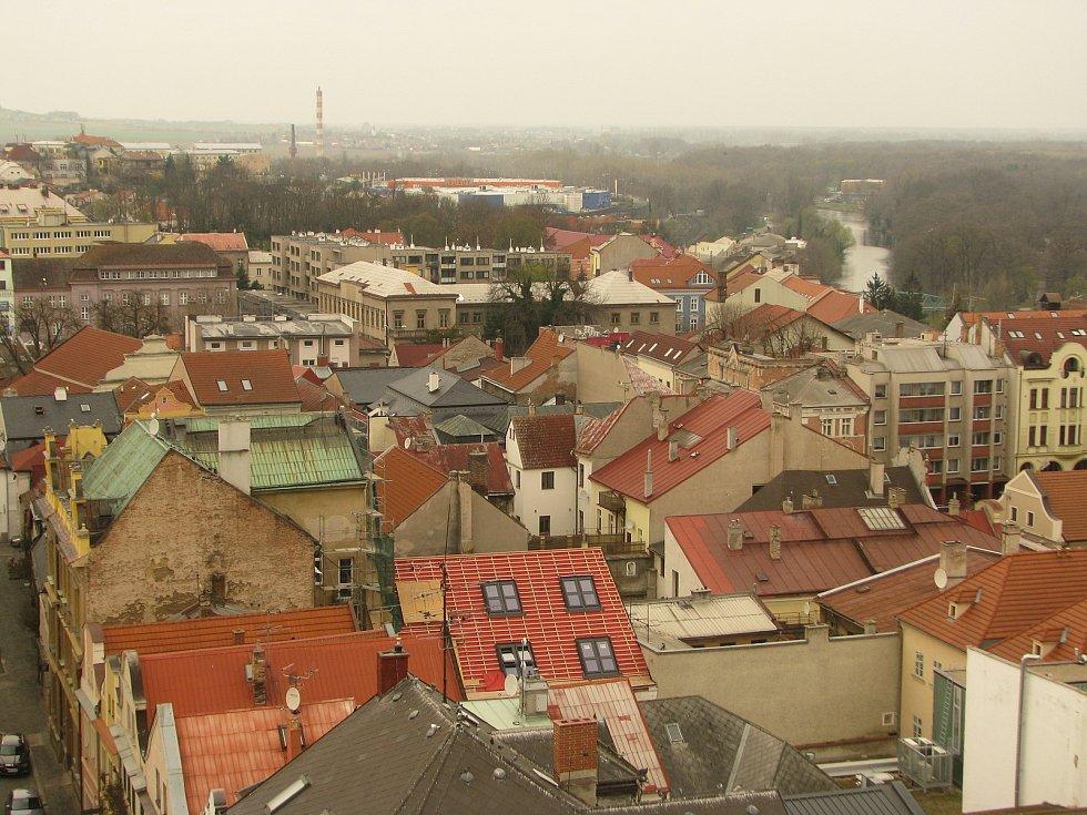 Pohled na Kolín při výstupu na zvonici chrámu sv. Bartoloměje.