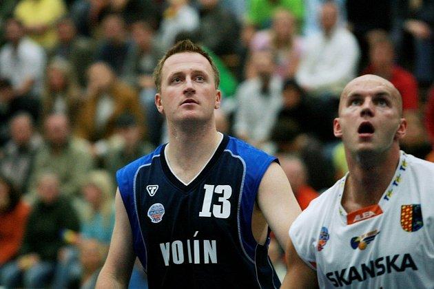 Z utkání 1. kola Mattoni NBL Kolín - Prostějov (90:96).
