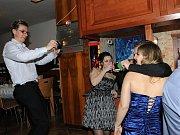 Bál kolínských hokejistů Modrých kozlů a jejich fanoušků, který si už léta říká ples Nosatých