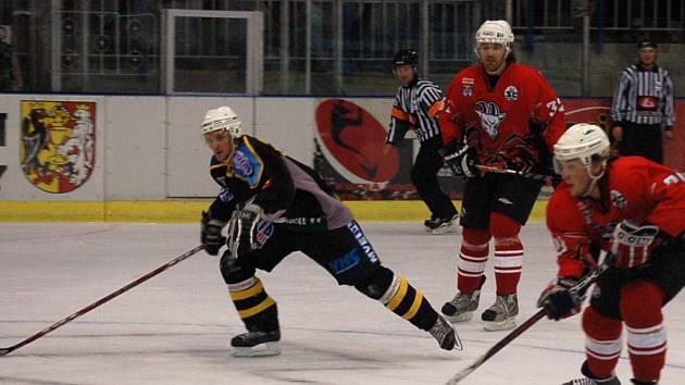 Z druholigového hokejového derby Kutná Hora - Kolín (1:5).