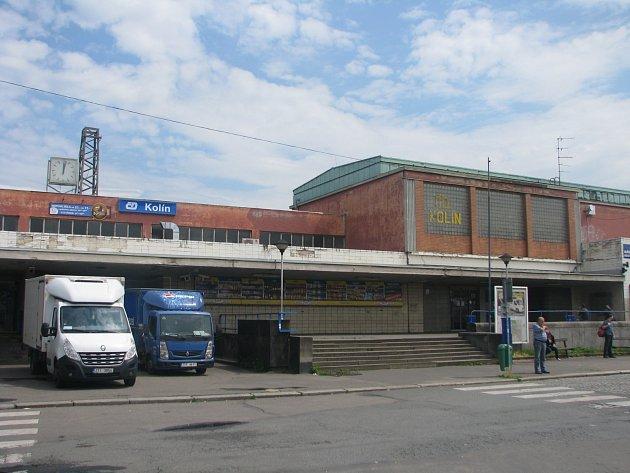 Zpoždění vlaků zaznamenali cestující také v Kolíně
