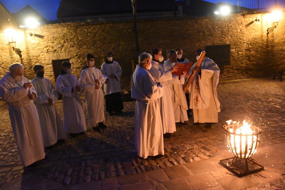 Velikonoční vigilie v  chrámu svatého Bartoloměje v Kolíně.