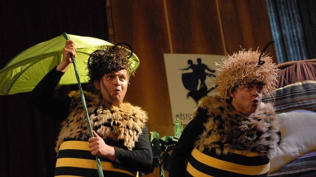 Děti pobavili Včelí medvídci