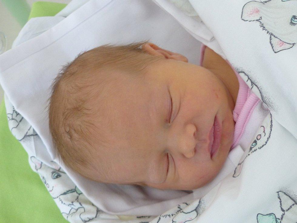 Kateřina Kolouchová se narodila 13. února 2021 v kolínské porodnici, vážila 3990 g a měřila 52 cm. V Uhlířských Janovicích se z ní těší bráška Ondra (4.5) a rodiče Šárka a Lukáš.