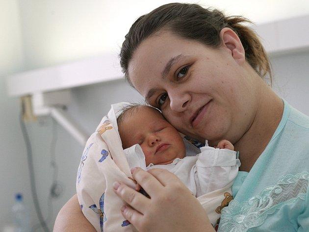 Nikolka Prchalová se narodila 14. února v Kolíně. Vážila 3750 gramů a měřila 52 centimetrů. Domů do Hostovlic si ji za bratrem Davidem odvezli maminka Markéta a tatínek David.