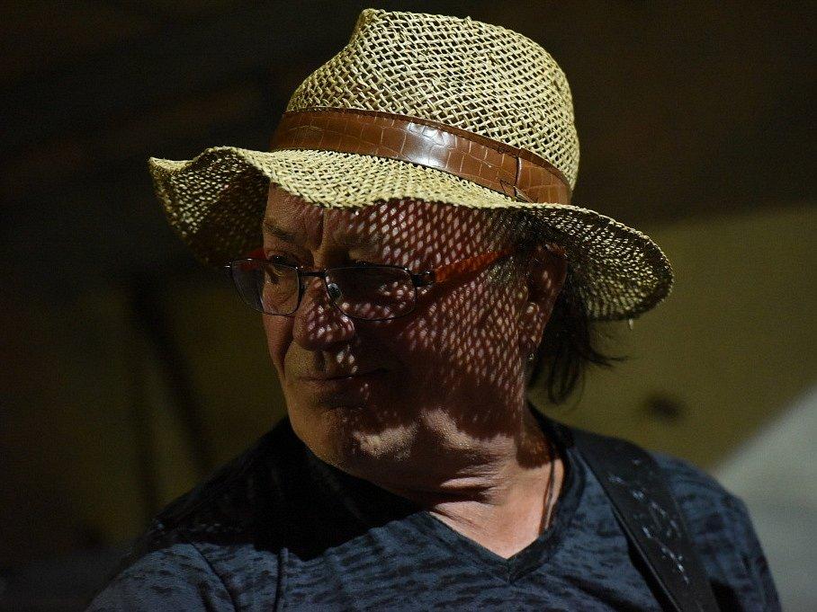 Souseďanka tvořená profi muzikanty zahrála u Propasti letos naposledy