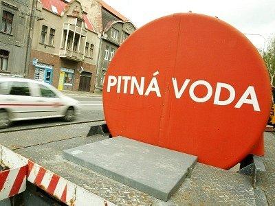 Kvůli únavě starého materiálu zůstali obyvatelé Ovčárecké ulice dalších několik hodin bez vody.