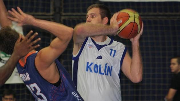 Z utkání BC Kolín - BK Děčín (72:57).