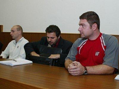 Obžalovaní policisté David Procházka (vlevo) a Josef Hladík (vpravo).