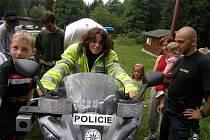 Dětem z Velimi zpestřila tábor ukázka nejen policejní práce ale i ostré akce