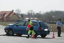 Dopravní nehoda na křižovatce hlavních silnic před Bečvárami. 10.4. 2009