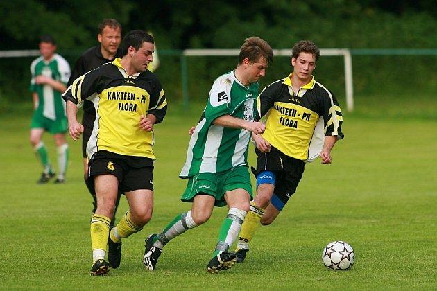 Na fotbale v Dobřichově létaly pěsti