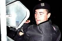 Policisté z Peček zatkli nebezpečného kriminálníka, který měl u sebe větší množství pervitinu a navíc byl v celostátním pátrání.