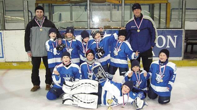 Z hokejového turnaje druhých tříd.
