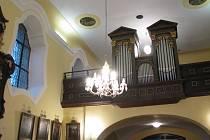 Varhany v kostele ve Lstiboři