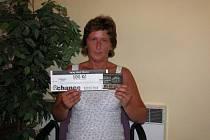 Jaroslava Horáčková si do redakce přišla vyzvednout dárkový sázkový certifikát Chance v hodnotě 100 korun a poukaz na pohoštění do kolínské restaurace Stoletá v hodnotě 300 korun.