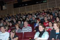 Diváci se tentokrát herecké delegace nedočkali