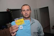 Za pracovně zaneprázdněného Jaroslava Syrového převzal cenu dobíjecí kartu v hodnotě 100,–Kč a tričko kamarád Libor Peška.