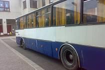 Pro děti přijel děravý autobus.